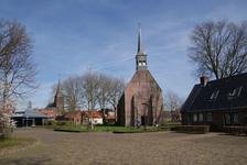 222 - 206 Marktstraat, Oldemarkt: De Ontmoeting (r) Nederlands Hervormde kerk (m) en rooms katholieke kerk (l)