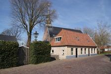 222 - 209 Kruisstraat 30 (l) en 28 (r), Oldemarkt: op de achtergrond de Nederlands Hervormde kerk