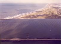 738 Zeewering bij Hoek van Holland en 's-Gravenhage en Scheveningen., 1980