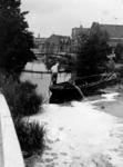 826 Het opruimen eco-perl in de Dijksloot te Monster, 1983