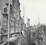 FOTO-000411 Restauratie van de voorgevel van het gemeenlandshuis van Rijnland, 1970