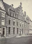 FOTO-001072 Het gemeenlandshuis van het hoogheemraadschap van Rijnland aan de Breestraat, juli 1896