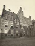 FOTO-001073 Het gemeenlandshuis van het hoogheemraadschap van Rijnland aan de Breestraat, circa 1900