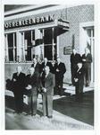 500597 Bestuur van de Boerenleenbank voor het bankgebouw, 1955