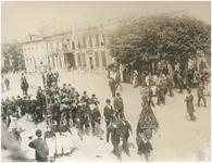 Een serie van 3 foto's betreffende de beëdiging en inhuldiging van Koningin Wilhelmina, 06-09-1898
