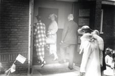 Een serie van 3 foto's betreffende het bezoek van prinses Juliana aan Eindhoven, 12-06-1936