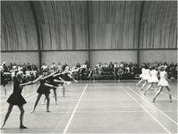 18666 Amundsenlaan 4, sporthal De Oude Toren. Opname tijdens een gymnastiekoefening, 1982
