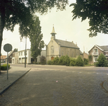 225860 Kouwenberg met de Nederlands Hervormde Kerk, 1976