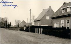 Een serie van4 foto's betreffende de Broekweg, 1953