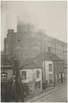 194105 Lichttoren van Philips NV aan de Emmasingel, met op de voorgrond Café Central/ Tramhalt aan de Parallelweg, 1921 ...
