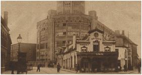 194116 Kruising Emmasingel-Parallelweg (nu Mathildelaan), met op de hoek Café Central/ Tramhalt. Op de achtergrond de ...