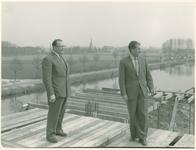 135099 Wethouder Braam bezoekt de nieuwe en in aanbouw zijnde nieuwe beton- fabriek, die in de plaats komt van de ...