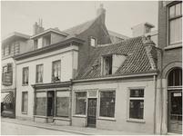 67835 Schoenmakerij W. van de Poel en vishandel De Volharding van W. Dings, Stratumseind 52 en 54, 1930
