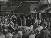 196534 Het houden van een toespraak. Meer informatie niet bekend, 05-1948