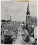103710 Vogelvluchtfoto vanaf de hoogte van de Nederlands Hervormde Kerk in de Kerkstraat in noordelijke richting. Van ...