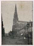 103711 Kerkstraat. gezien in de richting van de Markt. Middenrechts de kerk Sint Lambertus. Op de voorgrond een ...