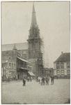 104262 Markt, gezien vanuit de richting 'Marktstraat' in de richting Kerkstraat. De kerk Sint Lambertus in de steigers. ...