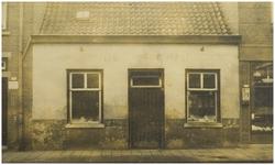 104890 Molenstraat 213. Vishandel De Vishal van Cees Grootjen. Dit pand is in 1954 afgebroken. Daarvoor in de plaats is ...