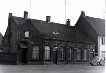 106513 Torenstraat (voorheen Waardstraat), gezien in de richting 'Kanaaldijk N.O.. De lage huizen zijn gesloopt, ...