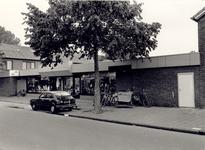 106575 Trompstraat 2 t/m 4. Rijwielhandel John van Veghel en Stomerij De Kim. Het huis rechts ligt aan de Van ...