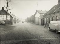 106999 Waardstraat, gezien vanuit de richting van de 'watertoren' in de richting 'Binderseind', links de toegang tot de ...