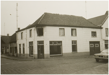 107223 Weg op den Heuvel 28, links Smalstraat. Rechts ligt de bocht in de Weg op den Heuvel ter hoogte van 'Hotel de ...
