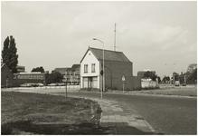 107276 Weg op den Heuvel 26, gezien vanaf de '1e Groenstraat' in de richting 'Beugelsplein' (links) en Oude Landweer ...