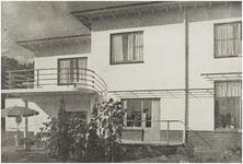 107377 Wesselmanlaan 51, hoek 'Jan van Brabantlaan'. In 1938 gebouwd huis onder architectuur van W.A.M. van der Ven. ...