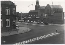 107704 Zuid Koninginnewal, gezien in de richting Kasteel-Traverse. Links Don Boscoschool, vervolgens de ...