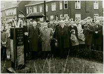 111720 Onthulling van een gedenkteken op het Tolpostplein b. g. v. het 40-jarig bestaan van woningbouwvereniging De ...