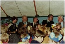 112283 Stiphout 825 jaar. Spel voor de jeugd, wereldreis door Stiphout 825 aan de microfoon burgemeester Mr. Jac. ...