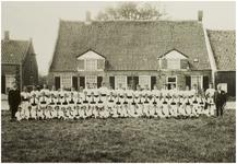 118566 Utile Duli, gymnastiekvereniging, bijeen in Aarle-Rixtel, 1925 - 1930