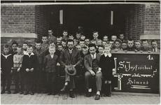 119265 Een klassenfoto van de St. Josefschool (Tolpost). 1e rij : A. v.d. Kuilen, M. v. Creij, L. Verlijsdonk, v. Riet, ...