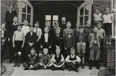 119362 Een klassenfoto: de 6e klas van broeder Mattheus van de Pol van de Leonardusschool (Wethouder Ebbenlaan). ...