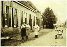 45217 Dr. Ant. Mathijsenstraat : ter hoogte van het huidige kruispunt Willem-II-straat: bewoner destijds Henrica van ...