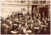 Een serie van 9 foto's betreffende de leerlingen van Aloysiusschool, 25 jaar jubileum onderwijs meester Winkelmolen ...