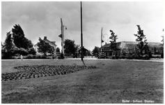 45508 Spoorwegovergang Stationsplein: gezien richting Budel-Dorplein met inkijk Pastoor Lemmenstraat, 1955