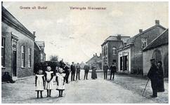 46438 Verlengde Nieuwstraat: Vooraan rechts, het pand van van Og, daarachter Duisters, dan het gebouw van notaris ...