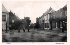 46455 Markt : rechts hotel de Arend, woonhuis leerlooier Ras, en daarachter klooster Capucijners, 1916