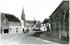 46491 Markt : met achter RK Kerk, Oude Schepenhuis, en rechts winkel van Verhees, 1966