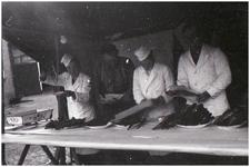 47679 Visverkoop fam. Nouwen op Budel kermis, 1965