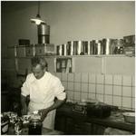 49823 Martien Kruijsen in zijn bakkerij en bakkerswinkel, Budel-Schoot