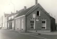 577734 Burgemeester Wijnenstraat, met rechts het pand van Schilder Joppe, 1960