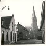 577743 Marktstraat met zicht op de kerk, 1e van links het huis van Van Horssen, daarna huize Bartholomeus, 1960