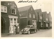 577784 Gulf-tankstation van Frans Janssen aan de Burgemeester Wijnenstraat. 1e huis naast het pompstation is van ...