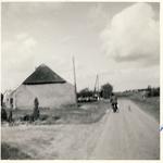 577806 Kluisstraat met man op fiets, 1962
