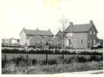 577861 Woonhuizen aan de Lindestraat. Het rechterhuis is van Piet vd. Aa, 1963