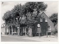 577933 Café Rijntjes aan de Burgemeester Wijnenstraat, 1959