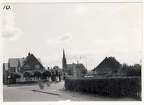 577936 Hoek Burgemeester Wijnenstraat (linksonder) en de Mgr. den Dubbeldenstraat (rechtsaf). Op de achtergrond de kerk