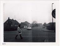 577939 Langstraat op de kruising met de Mgr. den Dubbeldenstraat, 1959